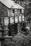 Oude Zaagmolen in de Bergen royalty-vrije stock fotografie