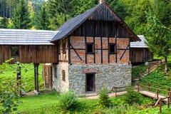 Oude zaagmolen, openluchtmuseum van Kysuce, Vychylovka, Slowakije royalty-vrije stock afbeelding