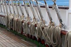 Oude zeilbootinstallatie stock afbeeldingen