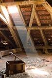Oude zolder van een huis, verborgen geheimen royalty-vrije stock fotografie