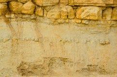 Oude zonovergoten bergenmening van steengroeve stock afbeelding