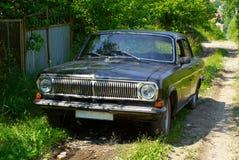 Oude zwarte auto Stock Afbeeldingen