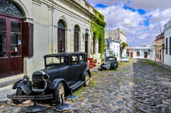 Oude zwarte auto in Colonia del Sacramento, Uruguay Stock Afbeeldingen