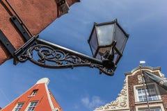 Oude zwarte lantaarn in het centrum van Koeloven royalty-vrije stock afbeelding