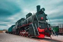 Oude zwarte locomotief royalty-vrije stock afbeelding