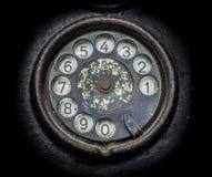 Oude zwarte telefoon Close-up van een roterende wijzerplaat stock foto
