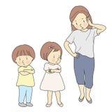Ouder die siblings het vechten behandelen Conflict van het moeder het behandelende kind Mama die boos en bij haar jonge geitjes s royalty-vrije illustratie