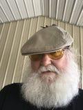 Oudere mens met baard en hoed Stock Foto's