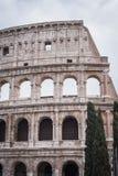 Oudere voorgevel aan de andere kant van Coliseum in Rome royalty-vrije stock afbeelding