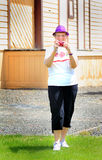 Oudere Vrouw met Camera royalty-vrije stock fotografie