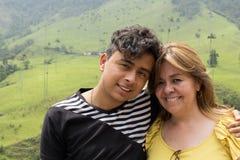 Oudermamma en zoon stock fotografie