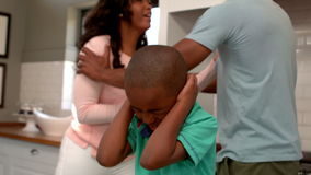 Ouders die voor zoon debatteren