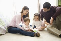 Ouders en kinderen. Stock Afbeelding
