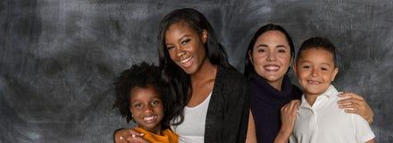 Ouders met hun kinderen royalty-vrije stock afbeeldingen