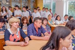 Ouders van leerlingen in klasse op schoolvergadering royalty-vrije stock foto's