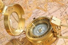 Ouderwets kompas stock afbeeldingen