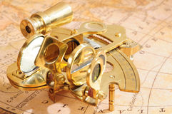 Ouderwets navigatieapparaat royalty-vrije stock afbeeldingen