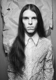 Ouderwets portret van een langharige jongen Royalty-vrije Stock Foto