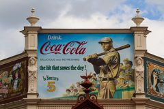 Ouderwetse Coca Cola Advertisement Billboard stock foto