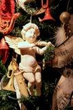 Ouderwetse die Kerstboom, in Victoriaanse stijl wordt verfraaid Stock Afbeeldingen