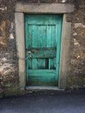 Ouderwetse dilapidated deur stock afbeelding