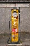 Ouderwetse Engelse benzine/benzinepomp Royalty-vrije Stock Foto
