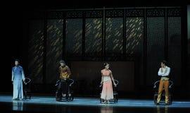 Ouderwetse houten leunstoel de dans-tweede handeling van de gebeurtenissen van dans drama-Shawan van het verleden Royalty-vrije Stock Foto's