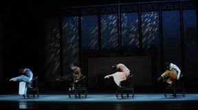 Ouderwetse houten leunstoel de dans-tweede handeling van de gebeurtenissen van dans drama-Shawan van het verleden Royalty-vrije Stock Afbeelding
