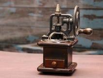 Ouderwetse koffie crinder machine royalty-vrije stock afbeelding