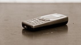 Ouderwetse mobiele telefoon royalty-vrije stock afbeeldingen