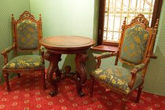 Ouderwetse stoelen Stock Afbeeldingen