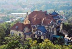 Ouderwetse villa in Tsing-Tao Stock Foto's