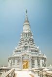 Oudong stupa, som innehåller reliker av Buddha, fullt torn Arkivfoto