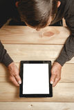 Oudste die een tablet in handen houden Stock Fotografie