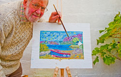 Oudste die in oliën leert te schilderen Stock Foto's