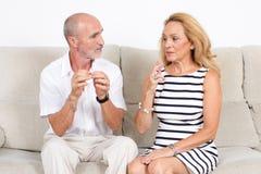 Oudsten die over het roken debatteren Royalty-vrije Stock Afbeeldingen