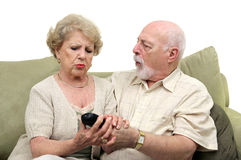 Oudsten die over TV Remot vechten Stock Foto
