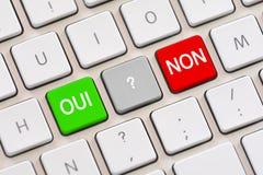 Oui o no bien escogido en francés en el teclado Imagenes de archivo