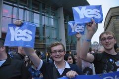 Oui référendum 2014 d'Indy d'écossais de défenseurs Image stock
