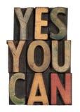 Oui vous pouvez - slogan de motivation dans le type en bois Photos stock