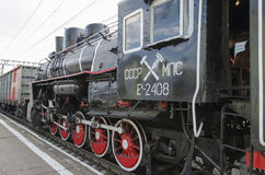 Oulan-Oude, RUSSIE - juillet, 16 2014 : Vieille série de la locomotive à vapeur de vintage ea sur la plate-forme de la station d' Images libres de droits