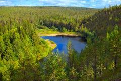 Oulanka rzeka w halnej dolinie obraz stock