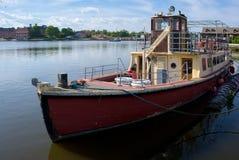 OULTON, NORFOLK/UK - 5月23日:被停泊的传统游船  库存图片