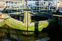 OULTON, NORFOLK/UK - 23 MAGGIO: Portoni di chiusa a Oulton vasto in Oult immagine stock libera da diritti