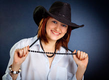 Oung woman in dark cowboy hat Royalty Free Stock Photography