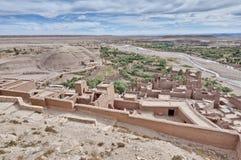 Ounila Fluss an AIT Ben Haddou, Marokko Stockbilder