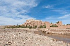 Ounila Fluss nahe AIT Ben Haddou, Marokko Stockbilder