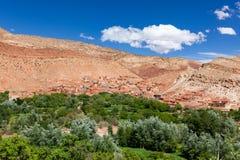 Ounilla dal, Marocko, högt kartboklandskap Arganträd på th Arkivfoto