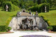 Ountain Ποσειδώνα πίσω από Linderhof Castle στη Βαυαρία (Γερμανία) στοκ εικόνα με δικαίωμα ελεύθερης χρήσης