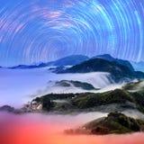 Ountain-Landschaft im Winter bis zum Nacht Lizenzfreie Stockfotos
